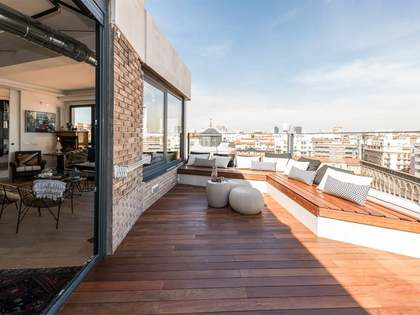 114 m² penthouse for sale in Almagro, Madrid