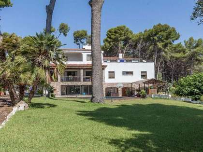 719m² House / Villa for rent in Bellamar, Barcelona