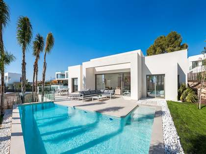 140 m² villa with 70 m² terrace for sale in Alicante