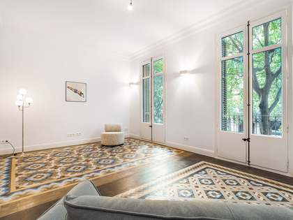 145m² Apartment with 15m² terrace for sale in Eixample Right