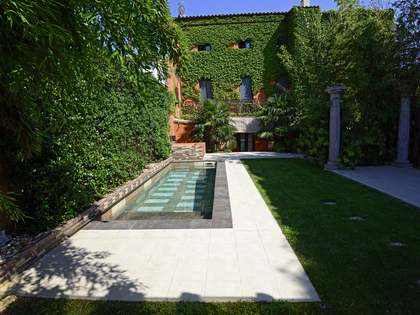 399m² house with 160m² garden for sale in Baix Empordà