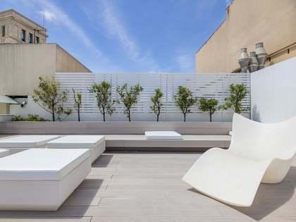 Attico di 66m² con 50m² terrazza in affitto a Eixample Destro