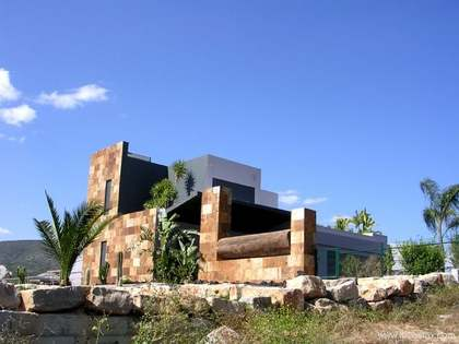 Villa for sale in Moncarapacho, Algarve