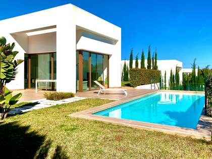 130m² House / Villa with 40m² terrace for sale in Playa San Juan