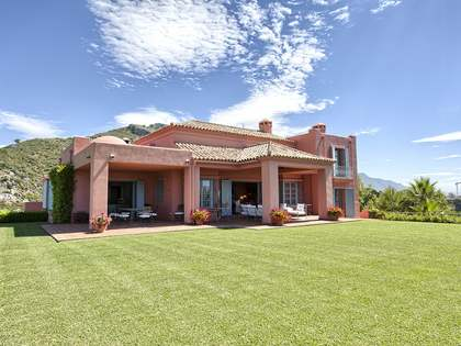 Hill-top villa for sale in the Marbella Club Golf Resort