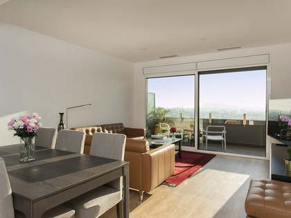Furnished penthouse with 27 m² terrace for rent in Diagonal Mar