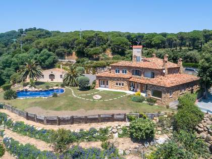 897m² House / Villa with 2,403m² garden for sale in Sant Feliu