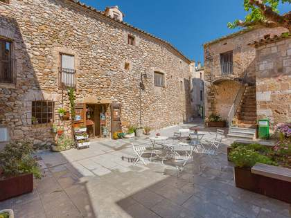 Spacious country property for sale in Alt Emporda