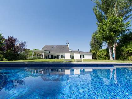 317m² House / Villa with 1,200m² garden for sale in Pozuelo