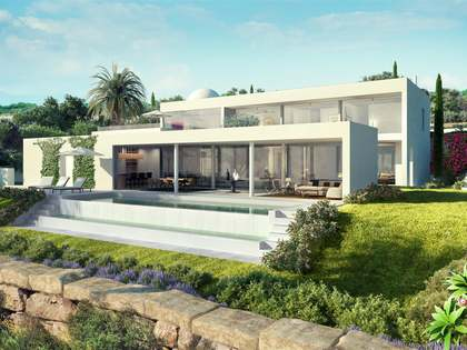 640 m² villa with a pool for sale in Estepona