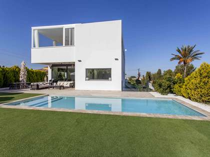 369 m² villa with 80 m² terrace for sale in Denia