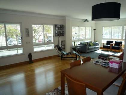 Fabulous 3 bedroom city apartment with huge windows in Lisbon
