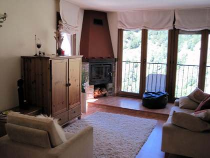 Stone 3-bedroom townhouse to buy in Andorra. Grandvalira