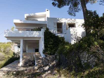 Parcela doble con casa a renovar en venta en Levantina