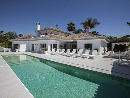 Luxury frontline golf villa for sale in Nueva Andalucia, Marbella