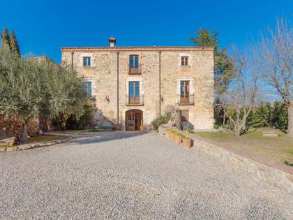 Rural guesthouse business for sale near Girona city