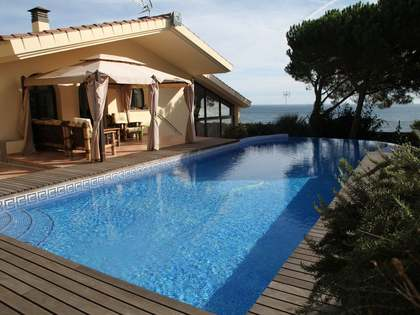 Costa Brava seafront property for sale in Sant Feliu de Guixóls