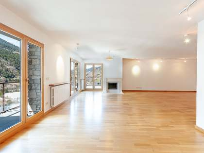 Piso de 238m² con varias terrazas en venta en Grandvalira