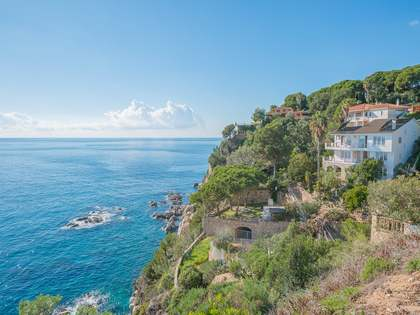 6-bedroom villa for sale next to Tossa de Mar