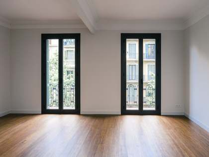 3-bedroom renovated apartment for sale on Carrer Casanova