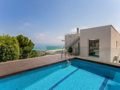 430m² House / Villa for sale in Levantina, Barcelona