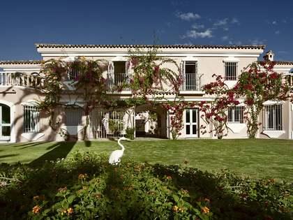Amplia casa de 8 dormitorios en venta en Sotogrande
