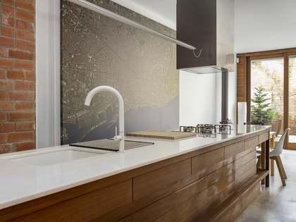 299m² House / Villa with 100m² terrace for rent in Gràcia