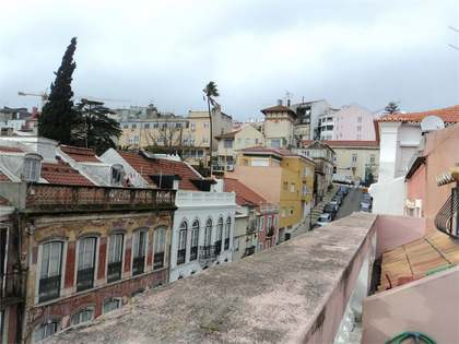 Character 5 Bedroom Duplex Apartment in Historic Lisbon