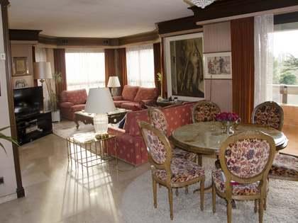 238m² apartment to renovate in Pla del Real, Valencia