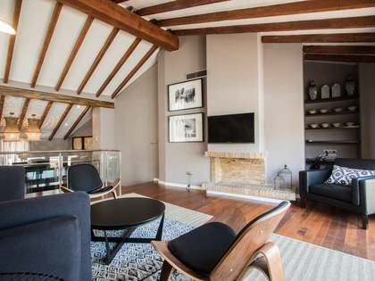 Duplex penthouse with parking for rent in Valencia Old Town