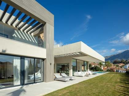 Beautifully designed 4-bedroom villa for sale in Marbella