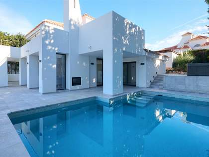 257m² House / Villa with 307m² terrace for sale in Nueva Andalucía