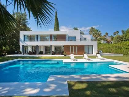 Huis / Villa van 880m² te koop met 849m² Tuin in Nueva Andalucía