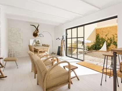 200m² Apartment with 70m² garden for sale in Gràcia