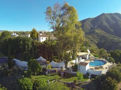 Загородный дом 700m² на продажу в Axarquia, Малага