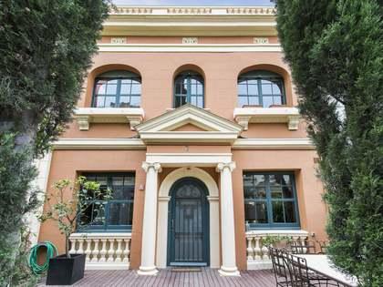 250m² villa with 65m² of terrace for rent in a private passage in La Bonanova
