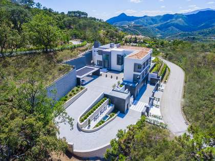 Modern new villa with fabulous views for sale in la Zagaleta