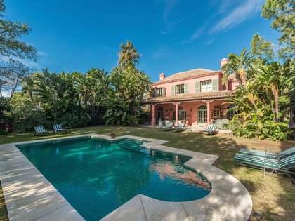 Clásica casa de 5 alcobas en venta en Las Chapas Marbella