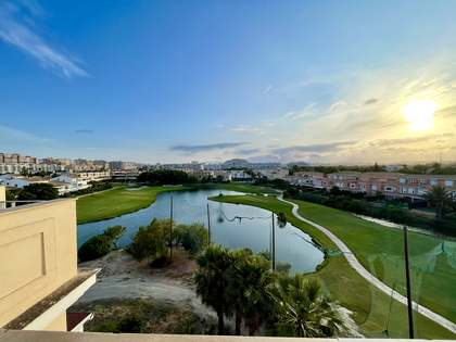 Ático de 140m² con 60m² terraza en alquiler en golf