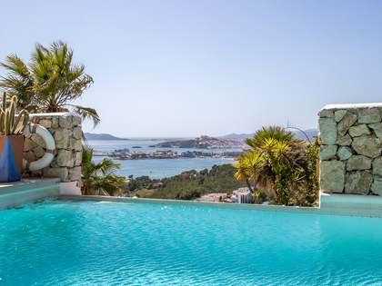 Casa de 250m² con piscina y terrazas en venta en Ibiza ciudad