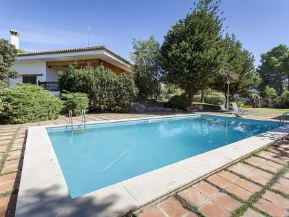 1,000m² House / Villa with 100m² terrace for rent in Paterna