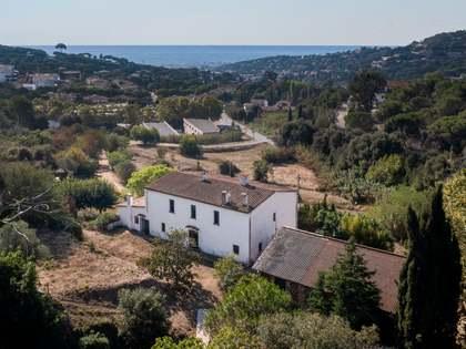 Дом / Вилла 1,000m² на продажу в Кабрильс, Барселона
