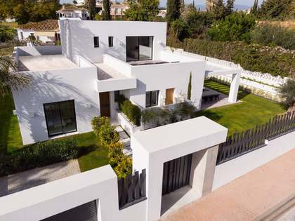224m² House / Villa with 102m² terrace for sale in San Pedro de Alcántara / Guadalmina