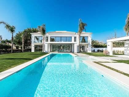 Дом / Вилла 620m², 1,640m² Сад на продажу в Сан Педро де Алькантара / Гуадальмина
