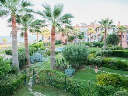 Casa aislada con piscina privada en venta cerca de Estepona