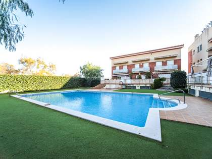 232m² House / Villa with 35m² terrace for sale in Cubelles