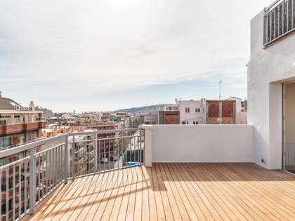 76 m² penthouse with 20 m² terrace for sale in Eixample Left