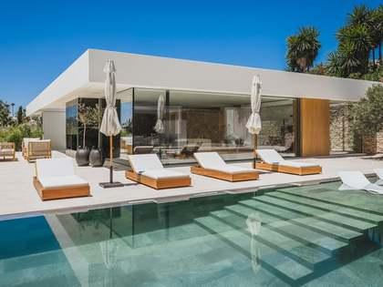Huis / Villa van 330m² te koop met 1,132m² Tuin in Nueva Andalucía