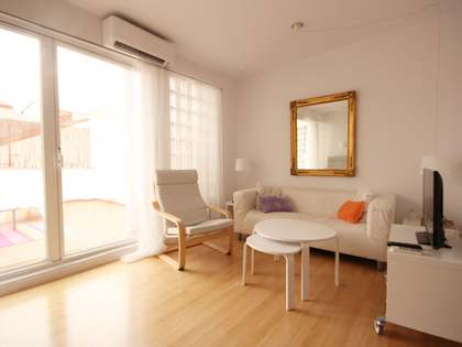 85 m² apartment with a terrace for rent in Cortes / Huertas