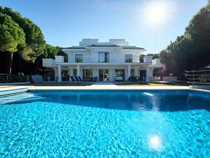 936m² House / Villa with 110m² terrace for sale in East Marbella